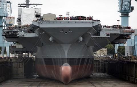 В США спущен на воду авианосец нового поколения